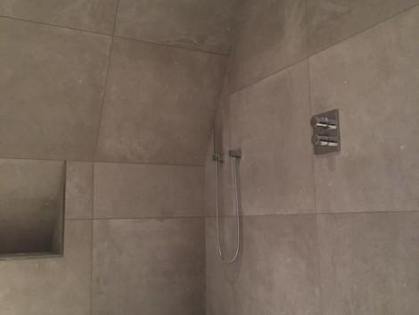 Inloopdouche Met Wastafels : Kleine badkamer met wastafel douche en toilet beniers badkamers